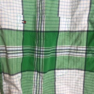 Tommy Hilfiger Shirts - EUC Tommy Hilfiger Classic Fit Button Down Large
